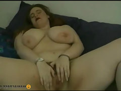 Full gal caresses her slit