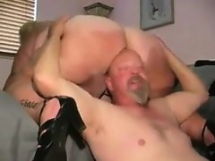 Mature bbw getting her thick pussy..