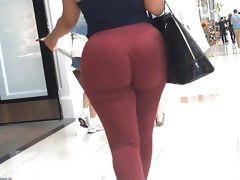 Jiggly phat ass donk in red pants..